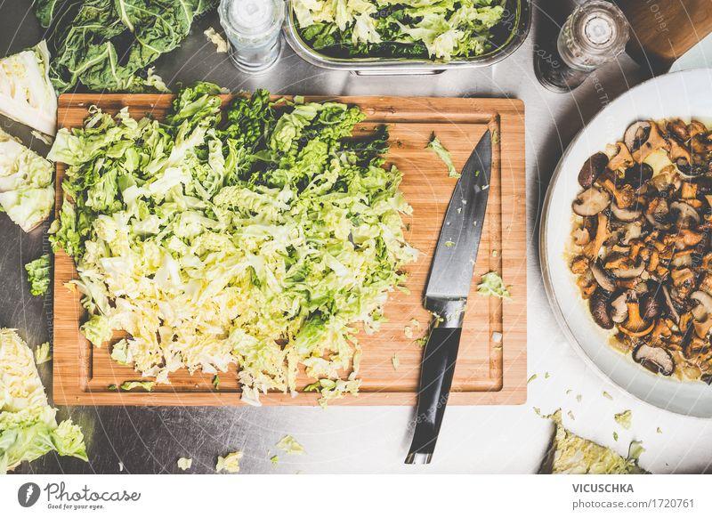 Gehackte Wirsingkohl mit Küchenmesser Lebensmittel Gemüse Kräuter & Gewürze Ernährung Mittagessen Abendessen Büffet Brunch Bioprodukte Vegetarische Ernährung