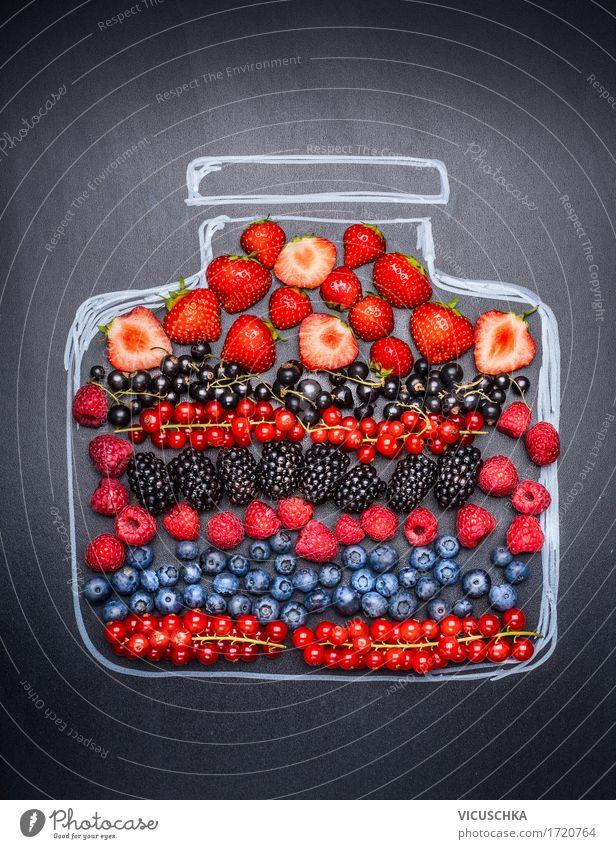 Verschiedene Beeren in gemaltem Marmeladenglas Lebensmittel Frucht Ernährung Frühstück Bioprodukte Vegetarische Ernährung Diät Glas Stil Design