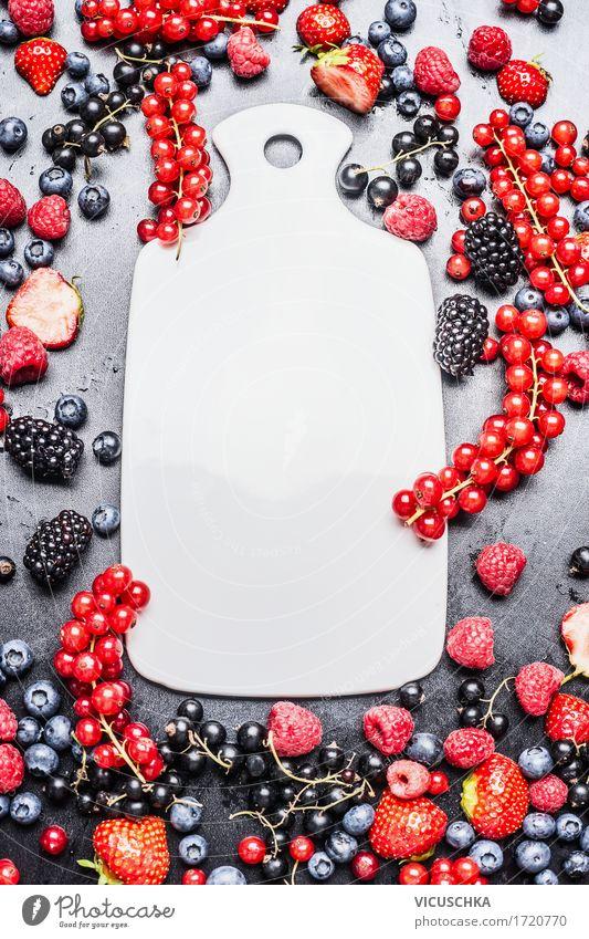 Weißer Schneidebrett und frische Sommerbeeren Lebensmittel Frucht Ernährung Frühstück Bioprodukte Vegetarische Ernährung Diät Stil Design Gesunde Ernährung