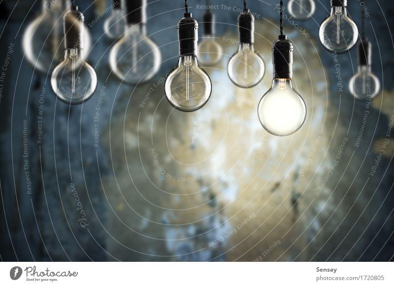 Idee und Teamwork Konzept Vintage Glühbirnen auf Wand Hintergrund Design Lampe Erfolg Wissenschaften Technik & Technologie alt hell blau gelb Energie Farbe