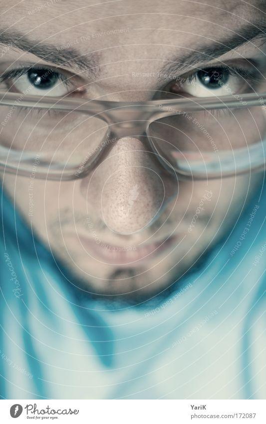 drüber durchblick Mensch Mann Jugendliche blau Gesicht ruhig Auge Kopf Denken Mund Erwachsene maskulin Brille Lippen Gelassenheit Neugier