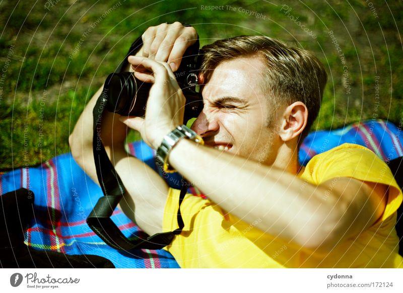 Motivsuche Mensch Mann Natur Jugendliche Sommer Freude Gesicht Leben Wiese Gefühle Bewegung Freiheit planen Erwachsene Umwelt Perspektive