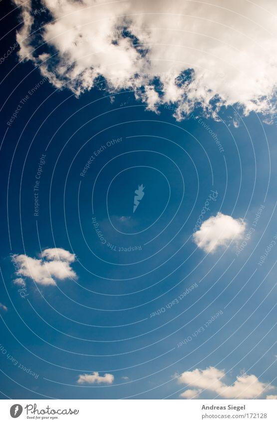 Der Himmel ist blau Natur schön weiß Sommer Wolken Ferne Erholung Glück Wärme Luft Zufriedenheit hell Kraft Wetter