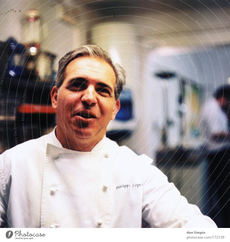 mmh da geht noch eins Mensch Mann Ernährung Gastronomie Kopf warten Erwachsene Lebensmittel maskulin Porträt Küche authentisch analog Restaurant Süßwaren Bühne