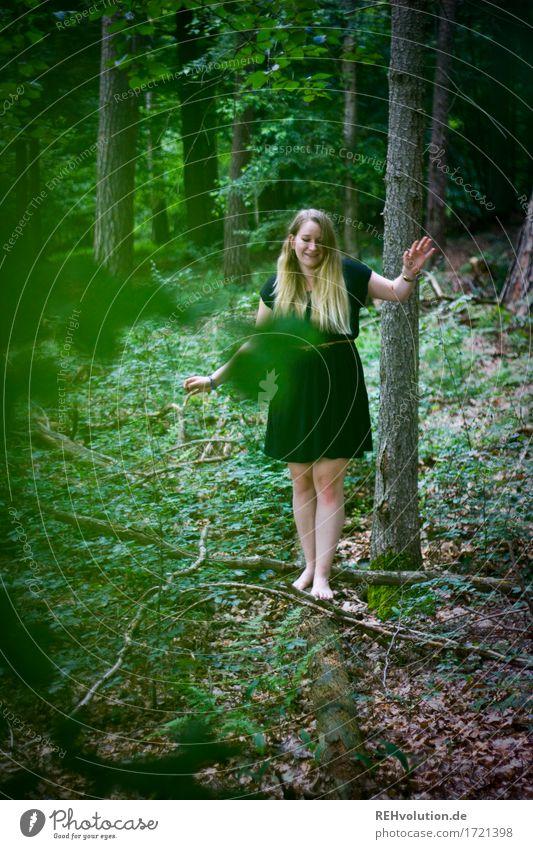 Jacki | im Wald Mensch Natur Jugendliche Pflanze grün Junge Frau Baum Landschaft Erholung Blatt ruhig Freude 18-30 Jahre Erwachsene Umwelt