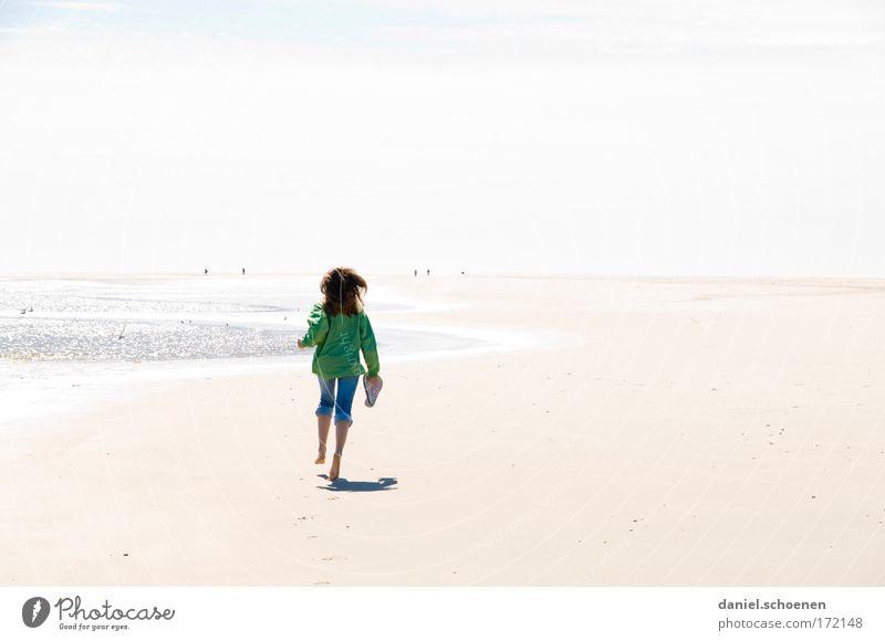 laufen Mensch Jugendliche Sonne Meer Sommer Freude Strand Ferien & Urlaub & Reisen Ferne Leben Erholung feminin Freiheit Glück Küste