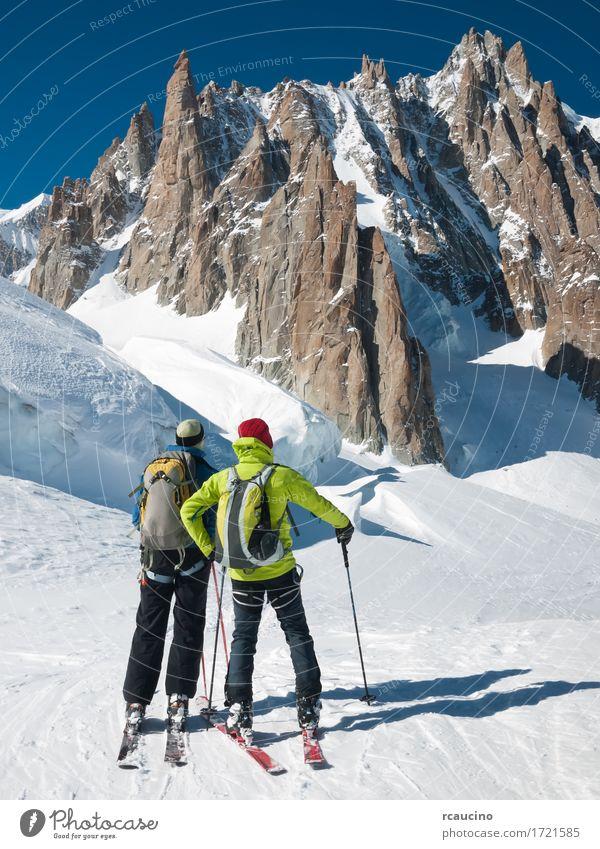 Bergtourskifahrer vor Mont Blanc, Frankreich Himmel Natur Ferien & Urlaub & Reisen Mann grün weiß Landschaft Winter Berge u. Gebirge Erwachsene Sport Schnee