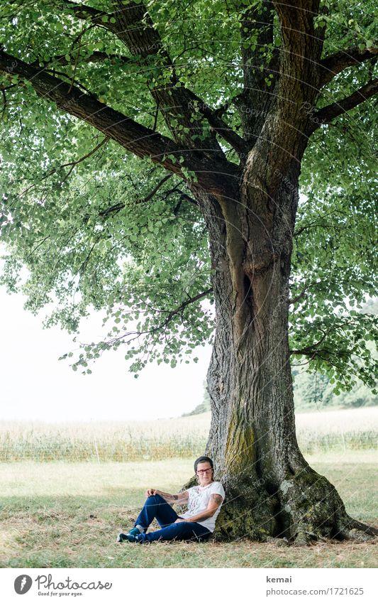 Sommer unterm Baum Frau Mensch Natur Erholung ruhig Erwachsene Leben Lifestyle Wiese feminin Stil Freiheit Ausflug Freizeit & Hobby