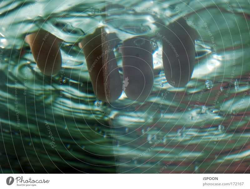 Im Ganzen 4 blau Wasser ruhig kalt Wellen Schwimmen & Baden rosa Finger Hand berühren tauchen Unterwasseraufnahme Waschen Luftblase