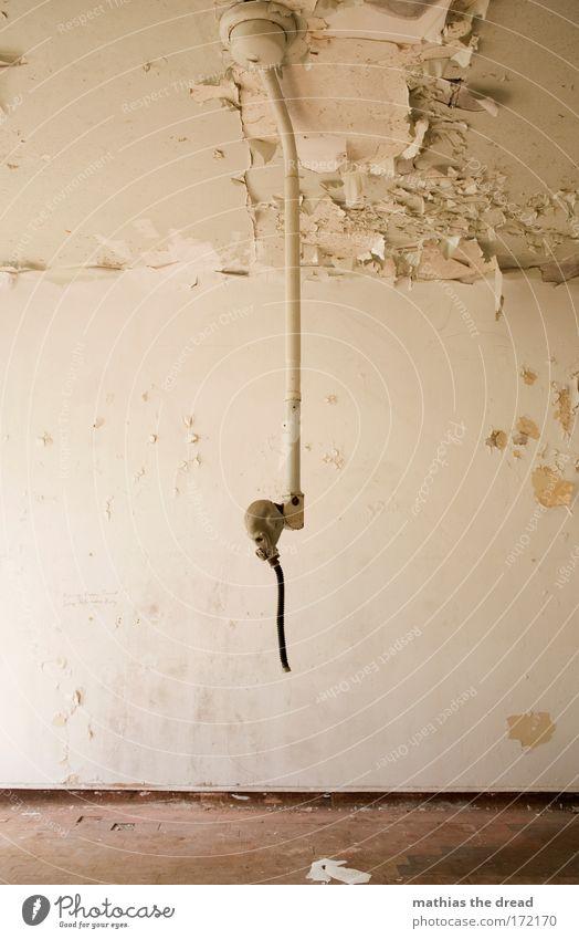 BLUTSAUGER Einsamkeit Tod Wand Traurigkeit Mauer Tür Angst gefährlich Fabrik Sehnsucht verfallen skurril Müdigkeit Krieg Stress Ruine