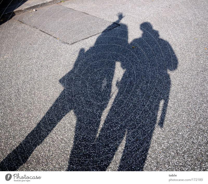 Touristen Frau Mensch Mann Ferien & Urlaub & Reisen Freude schwarz Erwachsene Erholung Straße grau Bewegung Glück Wege & Pfade Zusammensein Ausflug stehen