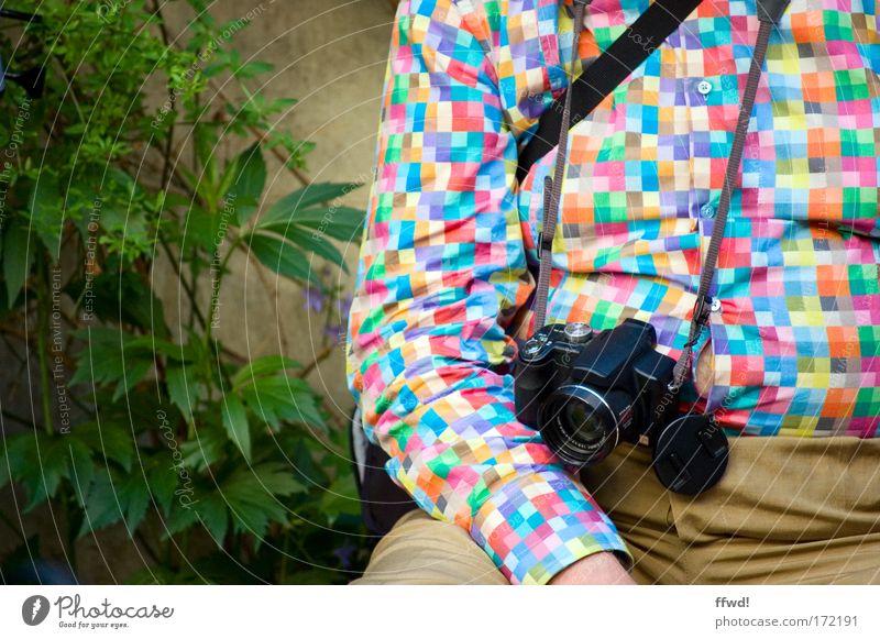 Photographers got the style Mensch Mann Ferien & Urlaub & Reisen ruhig Senior Erholung Denken warten Erwachsene Bekleidung verrückt sitzen Tourismus Pause Fotokamera einzigartig