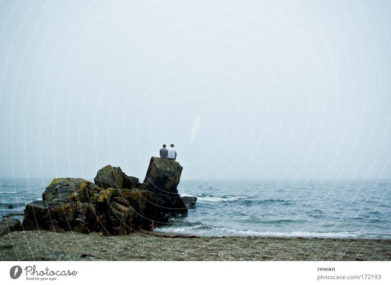 zweisamkeit Mensch Mann Wasser Meer Strand ruhig Erwachsene Erholung Liebe Küste Glück Paar Horizont Zusammensein Wellen Felsen