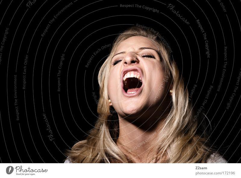 Lena Löwenherz Mensch Jugendliche schön feminin sprechen Gefühle Erwachsene Kopf blond Mund Kraft verrückt niedlich Zähne Frau Wut