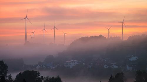 Sonnenuntergang im Nebel Natur Landschaft Himmel Wolken Sonnenaufgang Sonnenlicht Sommer Herbst Wetter Schönes Wetter Feld Hügel dunkel mehrfarbig orange rot