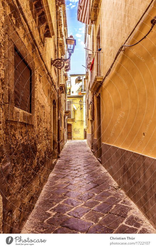 Italienische Gassen Ferien & Urlaub & Reisen Stadt blau Erholung Haus Architektur Lifestyle Gebäude braun gehen Tourismus Zufriedenheit gold Ausflug Europa