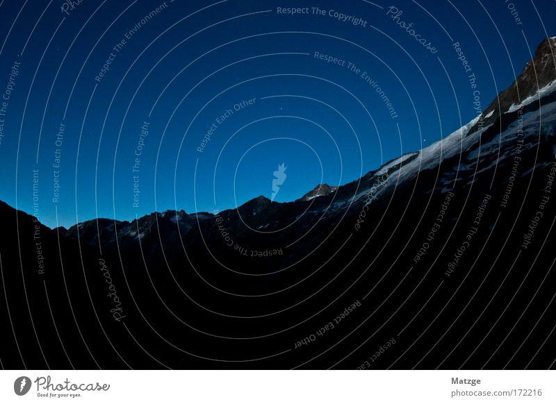 5:00 . Abmarsch weiß blau schwarz Einsamkeit Ferne Schnee Berge u. Gebirge Landschaft Kraft Felsen Nachthimmel Alpen fantastisch Unendlichkeit Gipfel gigantisch