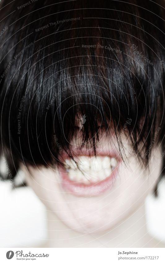 born to kill Mund 1 Mensch 18-30 Jahre Jugendliche Erwachsene Haare & Frisuren schwarzhaarig Kommunizieren toben Aggression bedrohlich rebellisch wild Wut