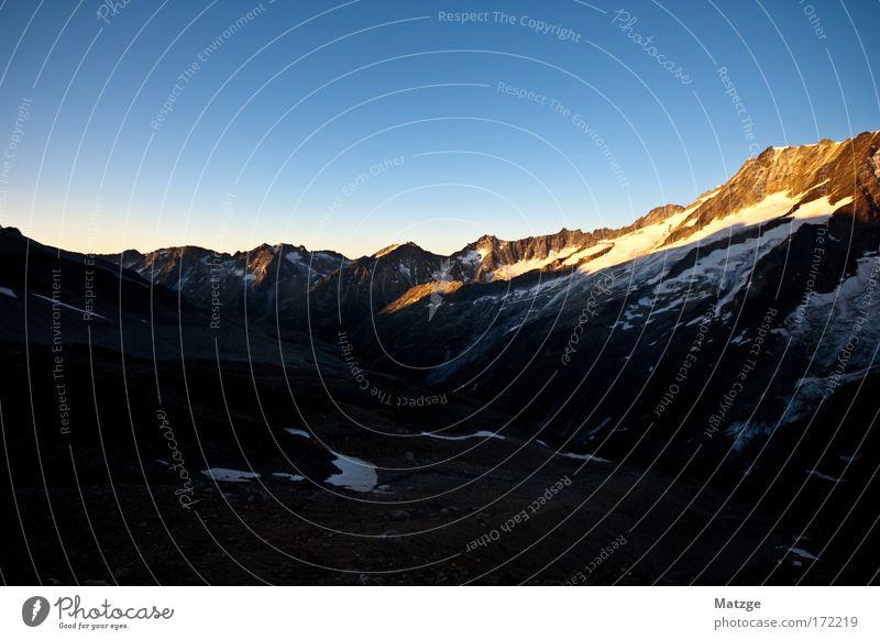 6:15 . Aufstieg Farbfoto Außenaufnahme Menschenleer Textfreiraum oben Morgen Morgendämmerung Licht Schatten Sonnenlicht Sonnenaufgang Sonnenuntergang Weitwinkel