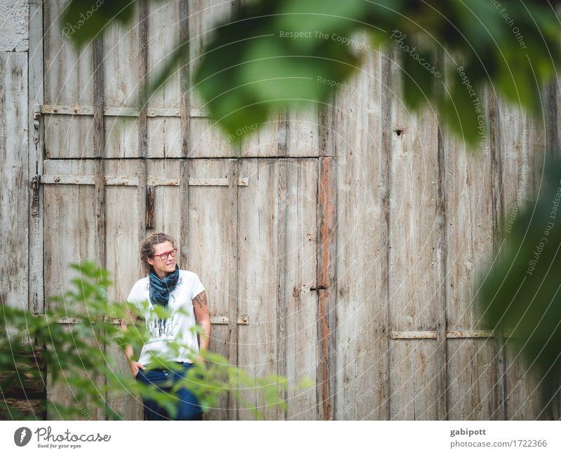 Schwäbische Landpartie II Mensch Frau Sommer grün Erholung ruhig Erwachsene Leben Lifestyle feminin Stil Holz Freiheit braun Zufriedenheit wandern
