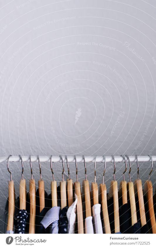 Ordnung. blau weiß Wand Stil Holz Business Mode Häusliches Leben ästhetisch Bekleidung kaufen Kleid T-Shirt Hemd minimalistisch
