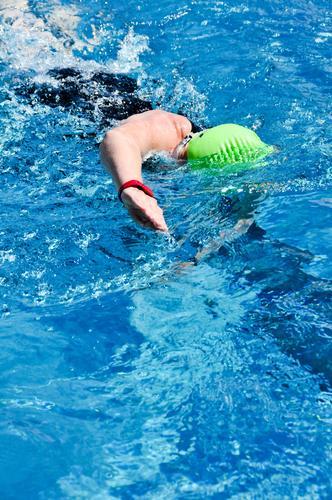 Triathlon - Schwimmen Mensch Jugendliche blau grün Junge Frau 18-30 Jahre schwarz Erwachsene Sport feminin Schwimmen & Baden Fitness Schwimmbad Schwimmsport