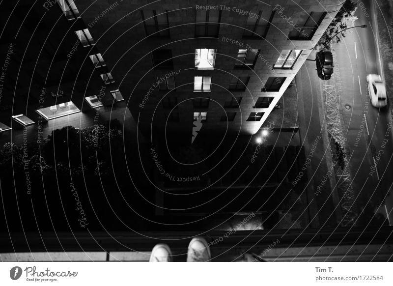 oben Berlin Potsdamer Platz Stadt Hauptstadt Stadtzentrum Menschenleer Hochhaus Gefühle Stimmung Einsamkeit Angst Höhenangst Unglaube Chucks Suizidalität