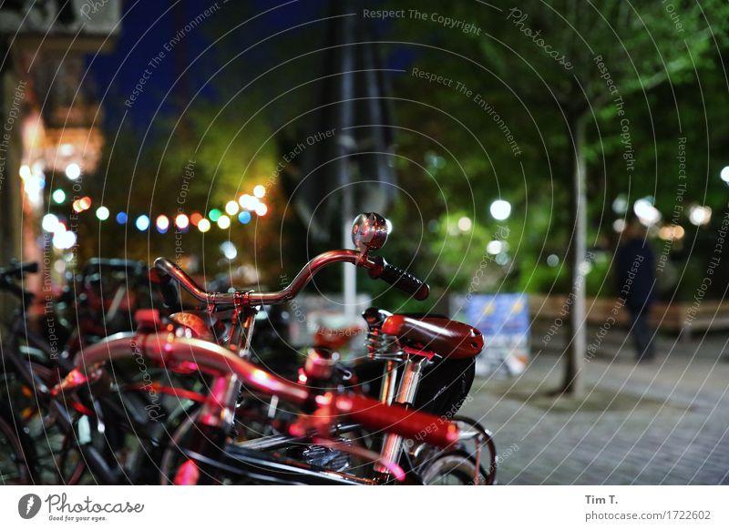 Sommer in der Stadt Farbe Berlin Lifestyle Fahrrad Rad Bar Mobilität parken Nachtleben Klingel Lichterkette Kneipe Cocktailbar Prenzlauer Berg