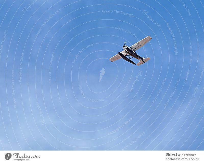 Inselhopper Himmel blau weiß Ferien & Urlaub & Reisen Freude Wolken Umwelt oben Bewegung fliegen frei Abenteuer Geschwindigkeit Luftverkehr Sicherheit Technik & Technologie