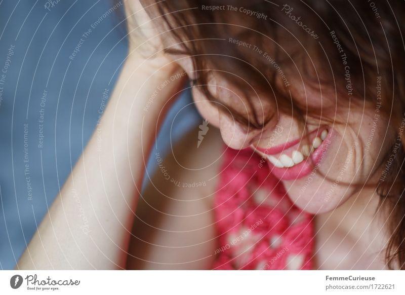 Sommerglück02. feminin Junge Frau Jugendliche Erwachsene Kopf Haare & Frisuren Gesicht Mund Lippen Zähne 1 Mensch 18-30 Jahre 30-45 Jahre Locken brünett rosa