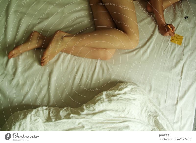 Heute werde ich... Frau Jugendliche schön Erwachsene feminin Erotik nackt Junge Frau liegen natürlich Zufriedenheit Erfolg Schriftzeichen lernen Bett lesen