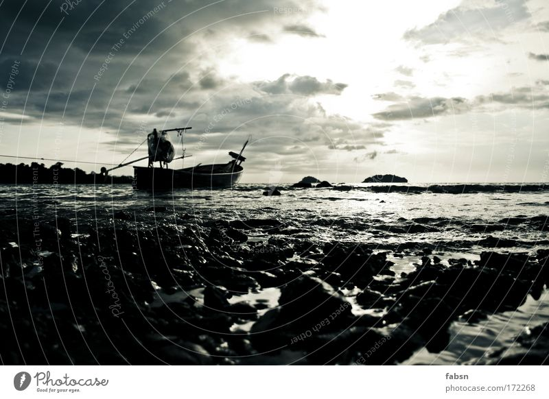"""THE OCEAN ll Gedeckte Farben Sand Ferien & Urlaub & Reisen """"gedeckte Farben Außenaufnahme Textfreiraum oben Textfreiraum unten Abend Dämmerung"""