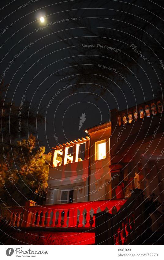 Haus am Meer Experiment Nacht Langzeitbelichtung Weitwinkel Reichtum Ferien & Urlaub & Reisen Traumhaus Nachthimmel Vollmond Fassade Balkon Terrasse einzigartig