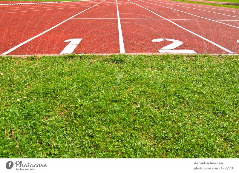1 I 2 Farbfoto mehrfarbig Menschenleer Textfreiraum oben Textfreiraum unten Sport Leichtathletik Sportstätten Stadion Rennbahn Beginn Wege & Pfade Ziel Erfolg