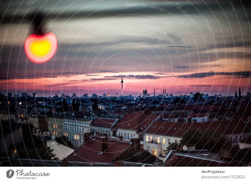 Berlin: Manchmal kannst du sehr schön sein Ferien & Urlaub & Reisen Sommer Erholung Haus Ferne Architektur Gebäude Glück Freiheit rosa Tourismus Zufriedenheit