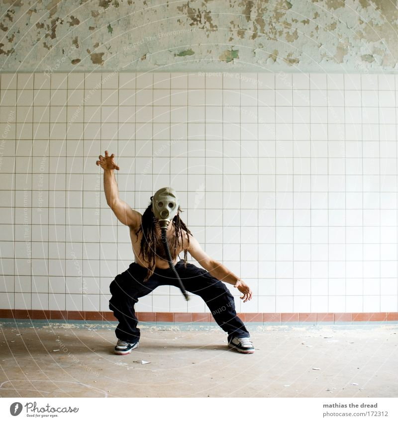 WUSEL WUSEL Kraft groß maskulin trist bedrohlich Schutz verfallen Maske Karneval Fliesen u. Kacheln gruselig Wut Jagd skurril Krieg Ruine