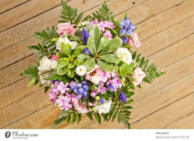 Blumenstrauß Blühend Muttertag Geburtstag Glückwünsche Vatertag Valentinstag grün Farn Floristik schenken violett rosa Holztisch shabby Holzbrett