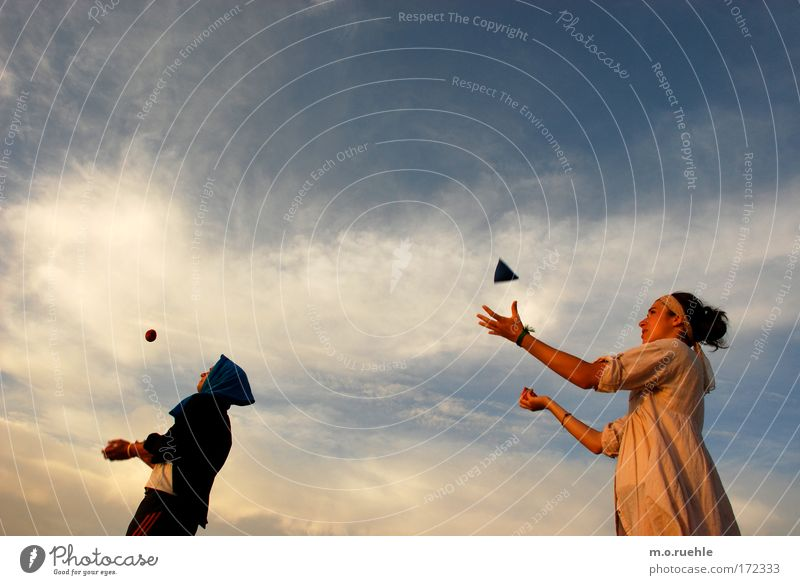 anima gemella Mensch Himmel Jugendliche Hand Sonne Sommer Freude Wolken Erwachsene feminin Haare & Frisuren Glück Luft Stimmung Freizeit & Hobby maskulin