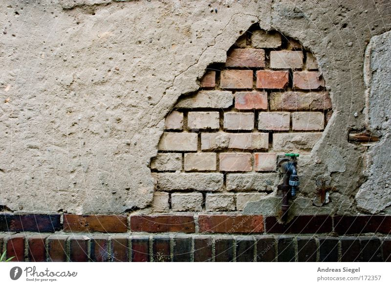 Alt werden alt Haus dunkel Wand Architektur grau Gebäude Mauer Traurigkeit braun dreckig Fassade kaputt Wandel & Veränderung Vergänglichkeit Bauwerk