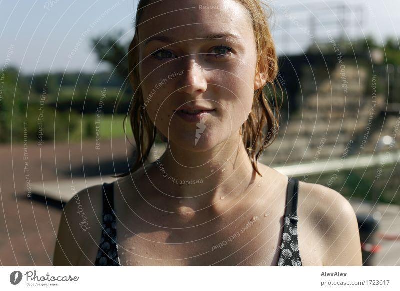vom Schwimmen Ferien & Urlaub & Reisen Jugendliche Stadt schön Junge Frau Landschaft Freude 18-30 Jahre Erwachsene Leben Sport Glück Schwimmen & Baden frisch