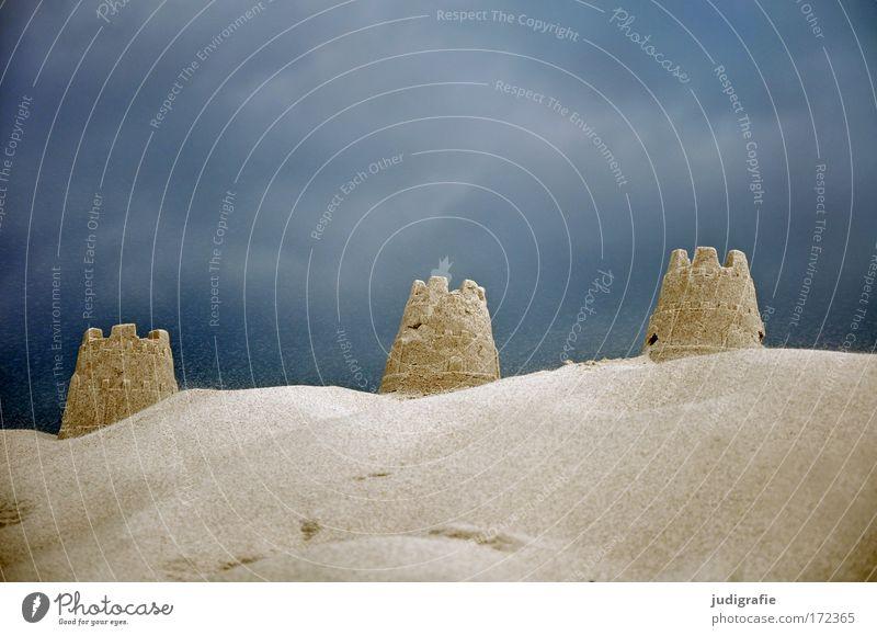 Drei Natur Himmel Meer Sommer Freude Strand Ferien & Urlaub & Reisen Wolken Spielen Sand Architektur klein Umwelt Freizeit & Hobby Bauwerk