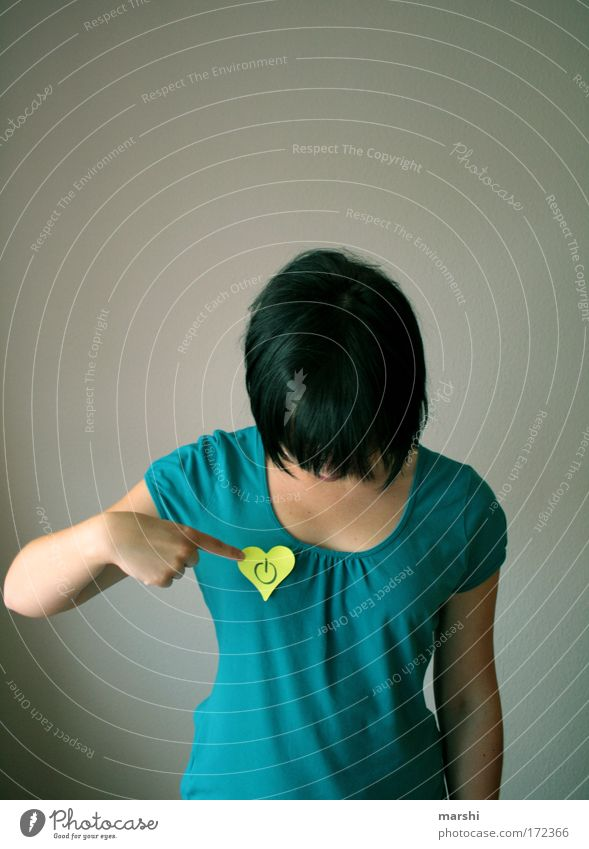 100 - power on ! Mensch blau Hand Freude gelb feminin Gefühle Kopf Kraft Beginn Energiewirtschaft Aktion Technik & Technologie Fernseher Medien Mut