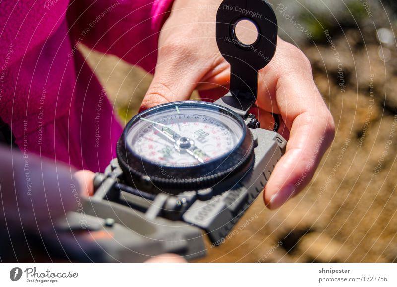 Wandertag Gesundheit Fitness Ferien & Urlaub & Reisen Tourismus Freiheit Safari Expedition Berge u. Gebirge wandern Kompass Mensch feminin Junge Frau
