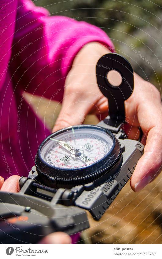Wandertag Ferien & Urlaub & Reisen Abenteuer Ferne Safari Expedition Camping Sommer Berge u. Gebirge wandern Kompass feminin Junge Frau Jugendliche Erwachsene