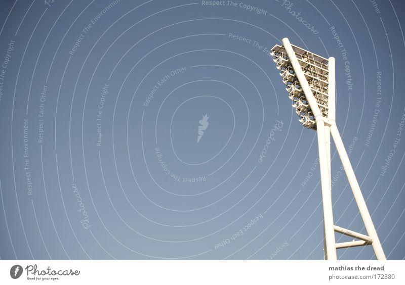 GROßE LEUCHTE blau Architektur Beleuchtung Tod Deutschland hell Park Luft stehen hoch Skyline Scheinwerfer Stadion streben Mauerstreifen Gasbrenner