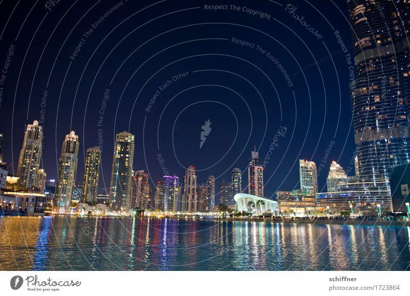 Megacity Stadtzentrum Fußgängerzone Skyline überbevölkert mehrfarbig Hochhaus Wasser See Nachtleben verrückt laut Wasserspiegelung burj Khalifa Dubai