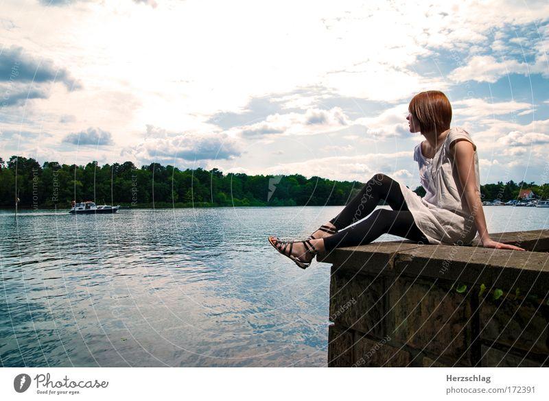 every girl need a friend Mensch Himmel Wasser Einsamkeit feminin Gefühle See träumen warten Wasserfahrzeug Hoffnung Sehnsucht Schifffahrt Leidenschaft
