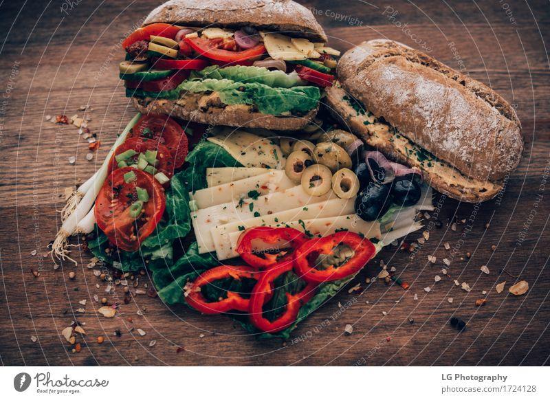 Sandwich aus allem im Kühlschrank. Lebensmittel Käse Gemüse Brot Kräuter & Gewürze Essen Mittagessen Büffet Brunch Vegetarische Ernährung Küche lecker gelb grün