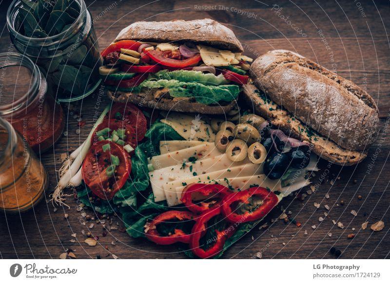 Sandwich aus allem im Kühlschrank. Lebensmittel Käse Gemüse Brot Kräuter & Gewürze Essen Mittagessen Vegetarische Ernährung Küche lecker gelb grün