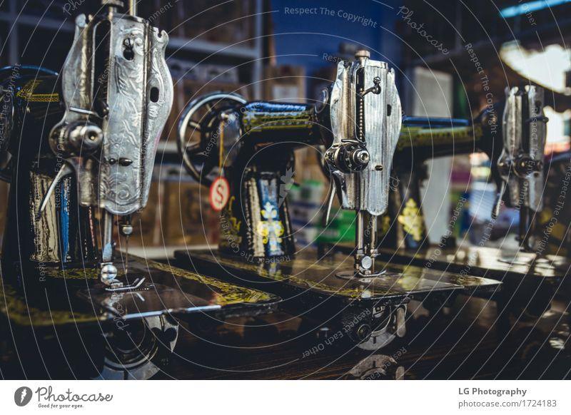 Vintage Nähmaschinen Metall alt Dienstleistungsgewerbe altehrwürdig Spule Mode Industrie Stofffaser Schneider Werkzeug Farbfoto Nahaufnahme Detailaufnahme
